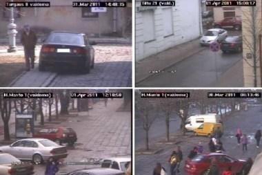 """Policijos kameros """"medžioja"""" ant šaligatvių paliktas mašinas"""