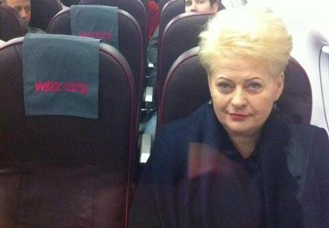 Prezidentė į M. Thatcher laidotuves išskrido pigių avialinijų lėktuvu