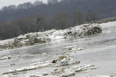 Išminuotojai nebesprogdins ledų sangrūdų Neryje