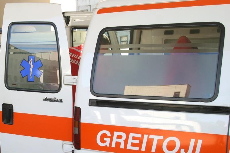 Greitosios pagalbos automobilis taranavo dvi susidūrusias mašinas
