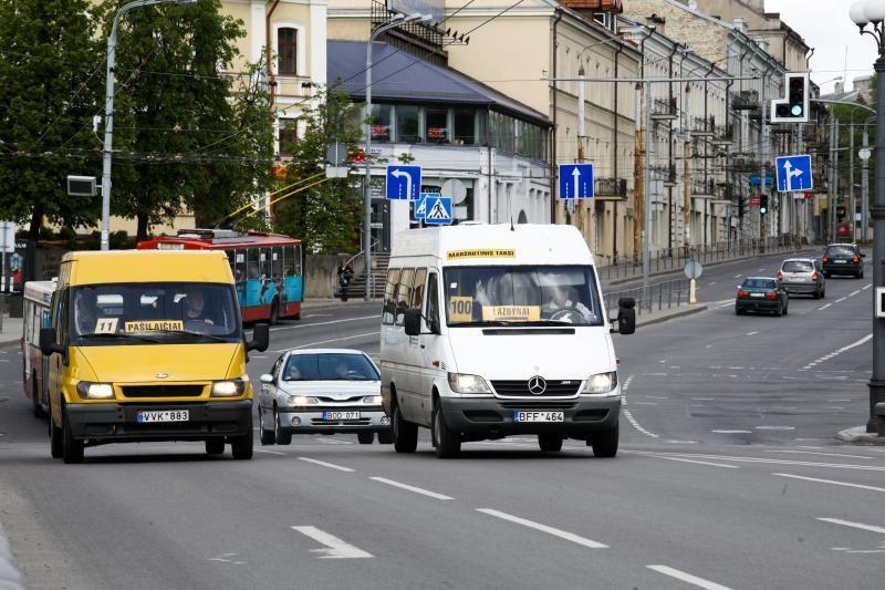 Mikroautobusuose žadama bausti keleivius, važiuojančius be bilieto