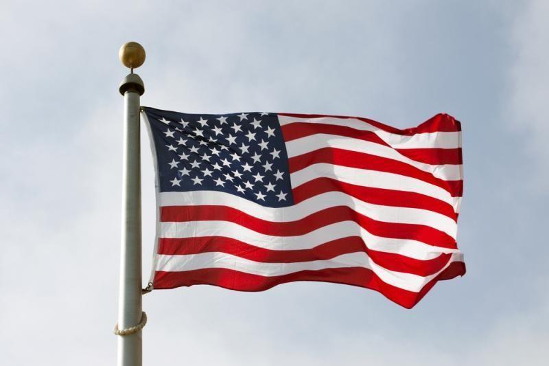 Grėsmė saugumui: JAV sekmadienį uždarys savo ambasadas