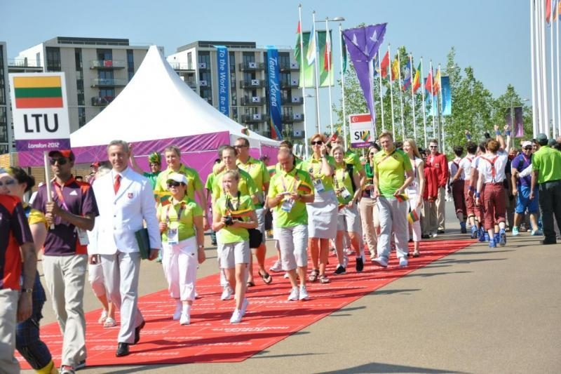 Olimpiniame kaimelyje pakelta Lietuvos vėliava