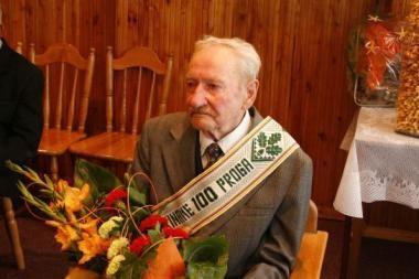 Šimtametis nori vesti dar kartą
