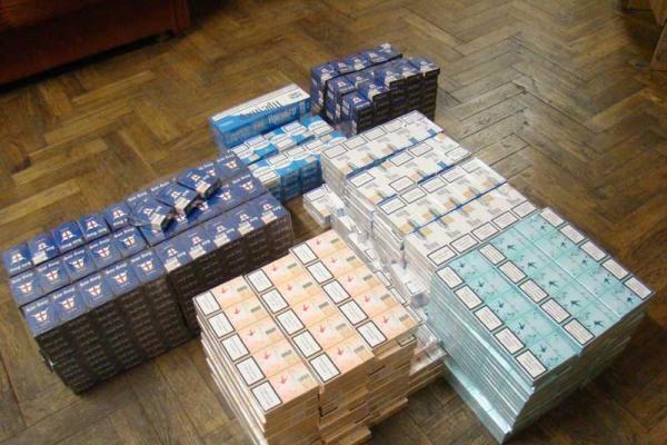 Nelegalių cigarečių vartojimas sudaro beveik pusę Lietuvos cigarečių rinkos