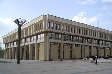 Įkurtuvių vainikas Seimo viešbučiui dar nepinamas