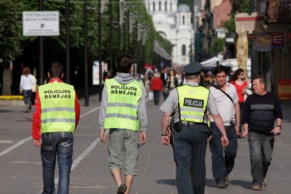 Kauno centre patruliuos būsimi policijos pareigūnai