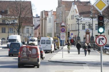 Policija ir miesto valdžia nesutaria dėl eismo Tiltų gatve