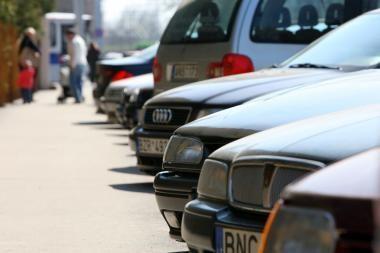 Konfiskuoti automobiliai savininkų nesulaukia metų metus