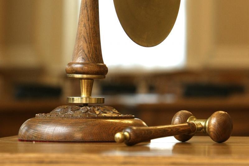 Teismas: gali būti parduodamos įvairiu laiku įsigytos akcijos