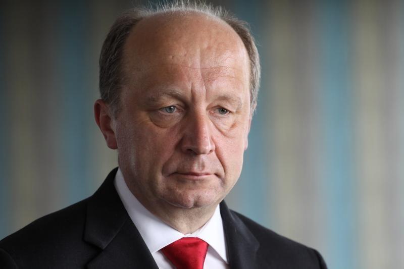 Premjeras siūlo labiau riboti ir fizinių asmenų paramą partijoms