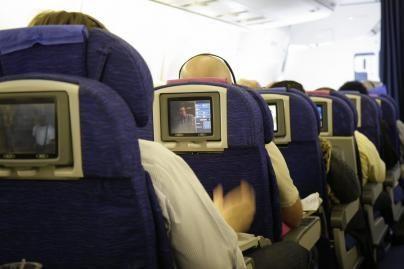 Britanijoje ketinama švelninti taisykles dėl skysčių rankiniame bagaže