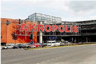 """Incidentas Vilniaus """"Akropolyje"""": dužo lifto šachtą saugantis stiklas, liftas su žmonėmis įstrigo"""
