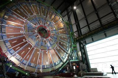 Didžiausias hadronų greitintuvas vėl paleistas