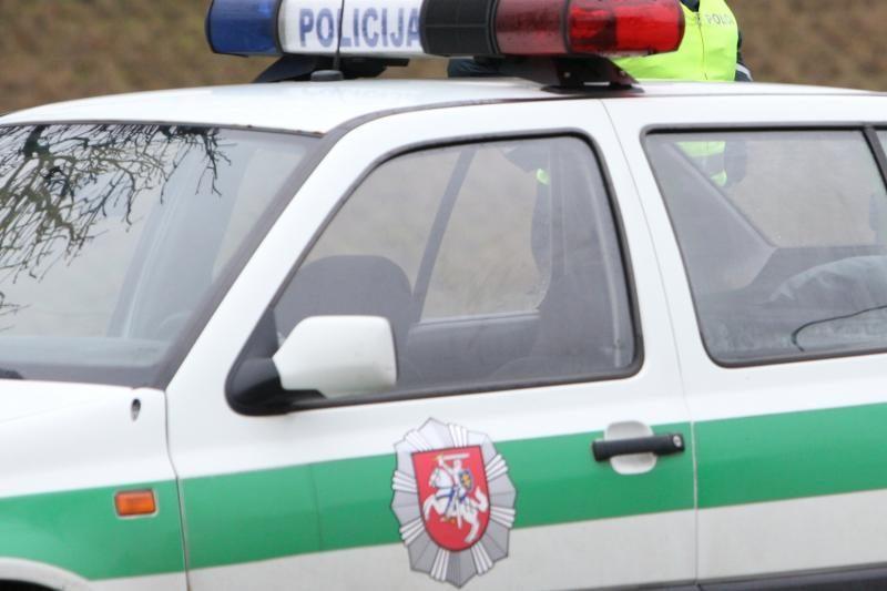 Nuo policijos bėgęs kontrabandininkas metė dūminį užtaisą