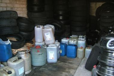 Garaže kaunietis prekiavo degalais, alkoholiu ir rūkalais
