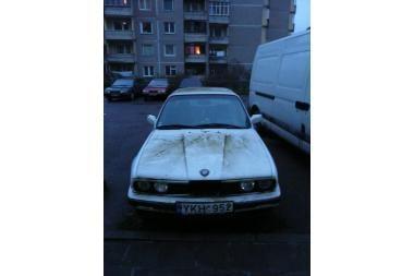 Apleistas BMW jau dvejus metus stovi Šilainiuose