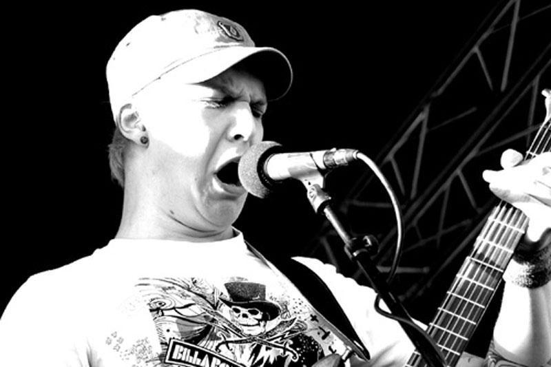 """""""Rasabasa"""" prodiuserio kūrybą liaupsina metalo muzikos spauda"""