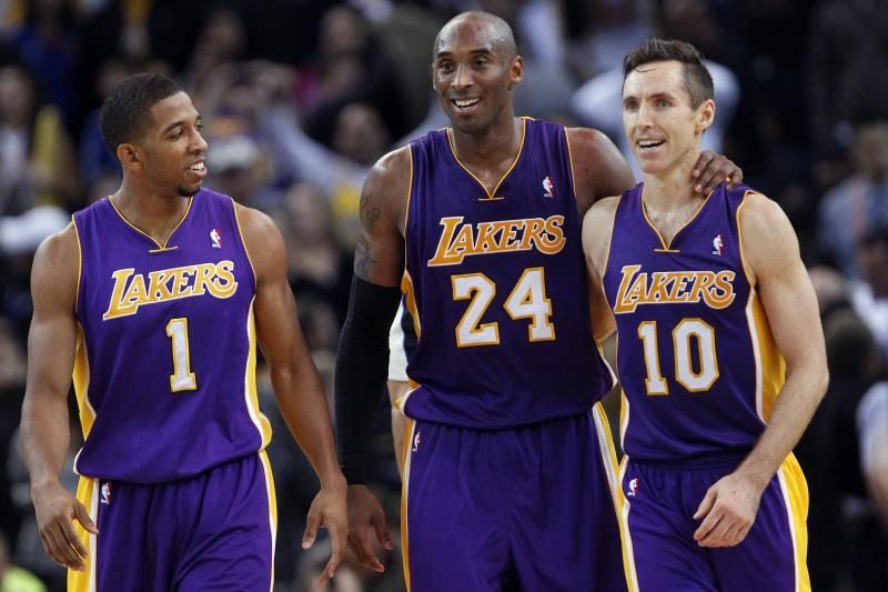 """Sugrįžęs S. Nashas padėjo """"Lakers"""" iškovoti pergalę po pratęsimo"""