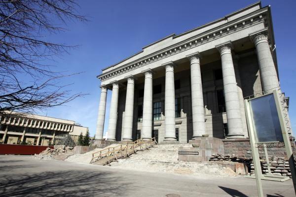 Dėl skulptūros prie M.Mažvydo bibliotekos nupjautos šešios liepos