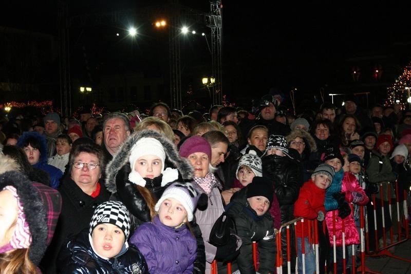 Kaune – įspūdingas eglės įžiebimo šou su muzika ir ugnimi