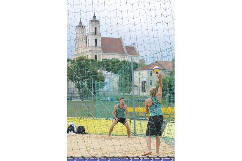 Vilniuje kovoja Rytų Europos paplūdimio tinklinio asai