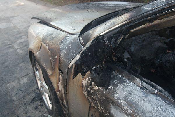 Vilniuje sudeginti du automobiliai