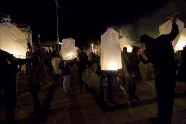Vilniuje į dangų kilo tūkstantis žibintų
