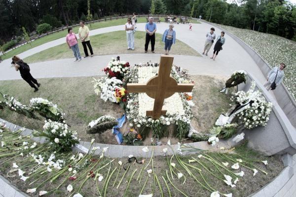 D.Grybauskaitei rūpi, kad iki A.Brazausko mirties metinių būtų sutvarkyta prezidentų kapavietė