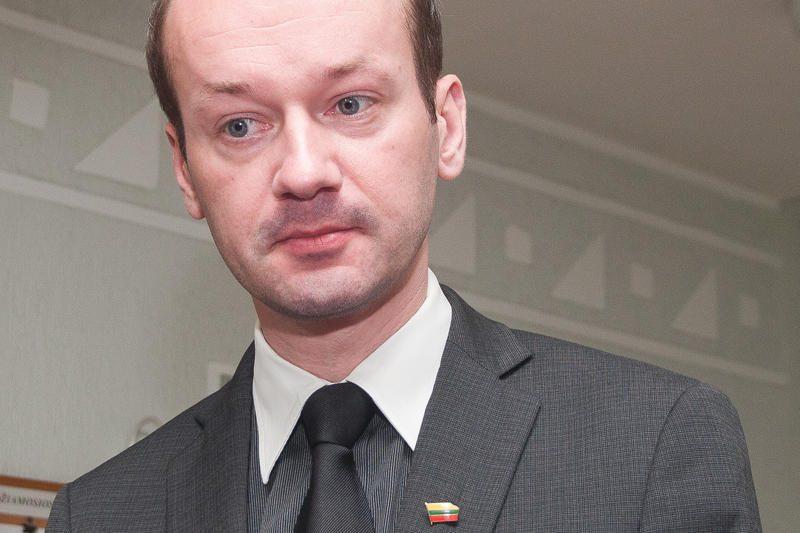 Keliones viešuoju transportu deklaravo devyni parlamentarai