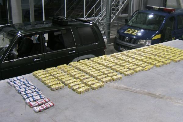 Kontrabandininko mašinoje - rūkalų už beveik 9 tūkst. litų