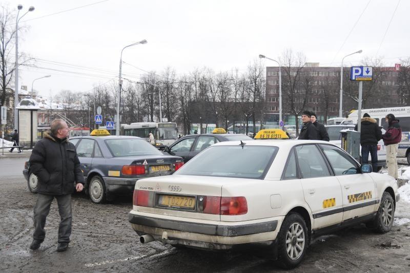 Automobilį palikus taksi vietoje - 300 litų bauda