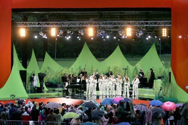Joninių šventę Vingio parke merkė lietus