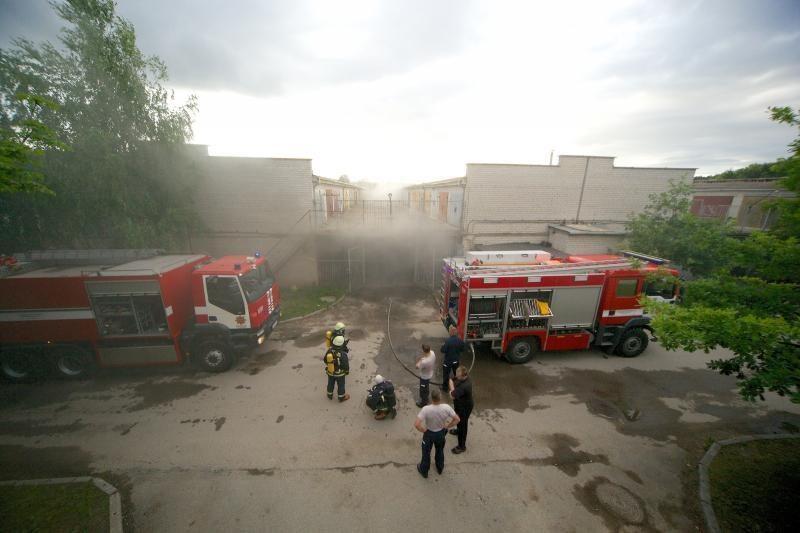 Garažų masyve Islandijos pl. degė automobilis (foto)