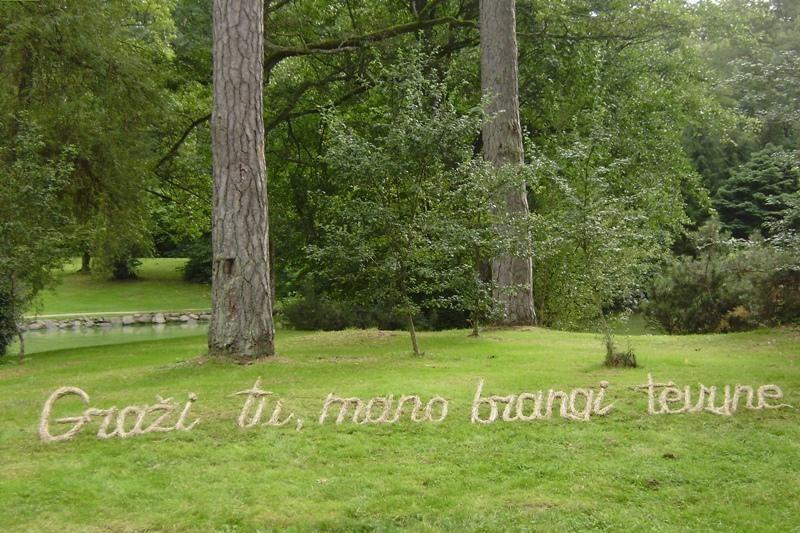 Palangos Birutės parką papuošė Maironio eilių citatos