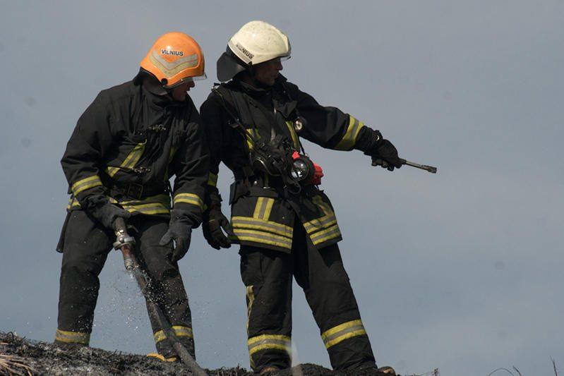 Masinis ugniagesių sveikatos tikrinimas retina jų gretas