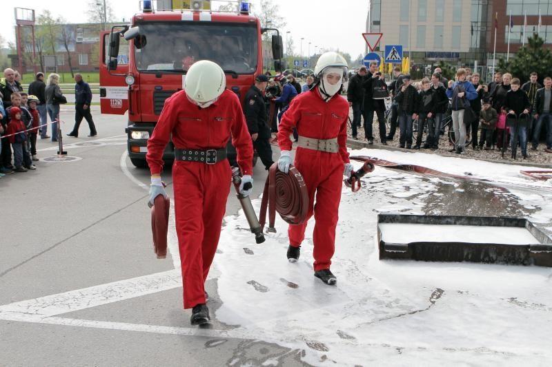 Ugniagesiai šventė kartu su miestiečiais