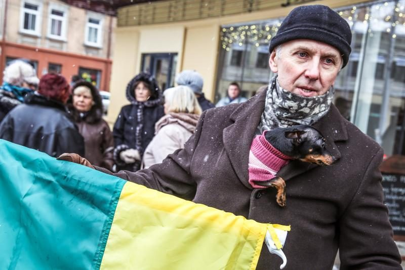 """Piketuotojai Kaune piktinosi: """"Mūsų vaikai –  ne pedofilų poreikiams!"""""""