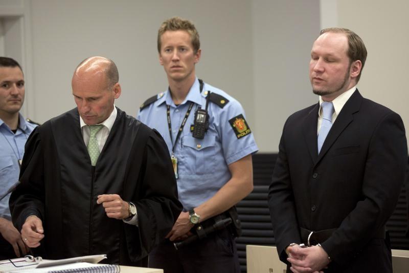 A.B.Breiviko aukų artimieji demonstratyviai išėjo iš teismo salės
