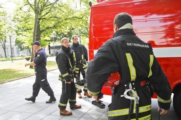 Penktadienį prie Vyriausybės - gaisro imitacija