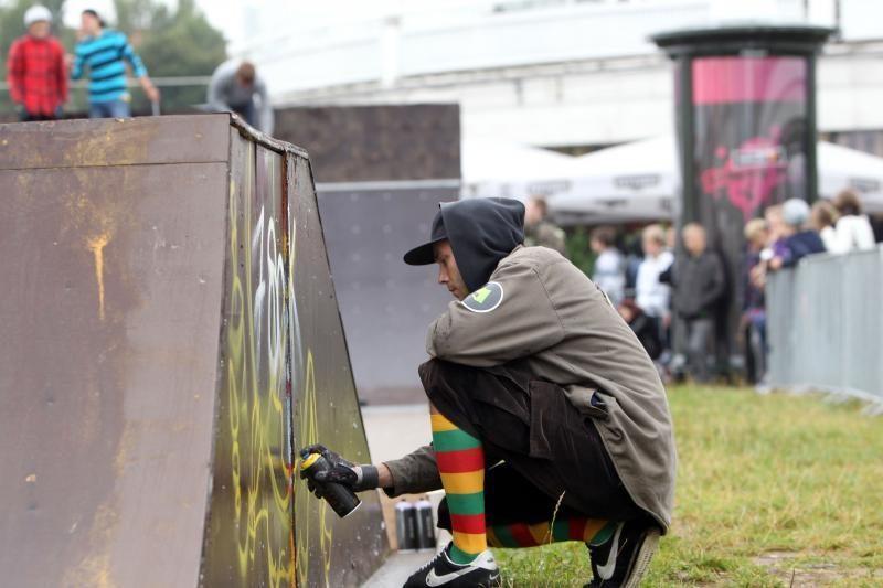 Gatvės kultūros festivalio dalyviai lietaus neišsigando