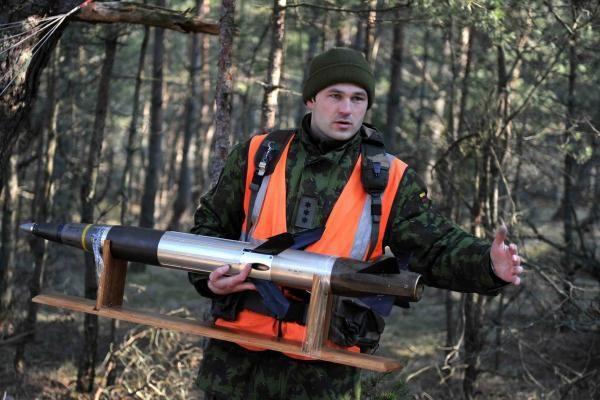 Juodkrantėje - kovinio šaudymo į oro taikinius pratybos