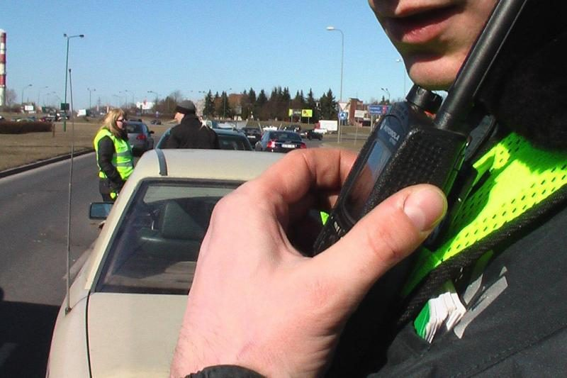 Girtas taksistas sukėlė avariją, kurioje apdaužytos trys mašinos