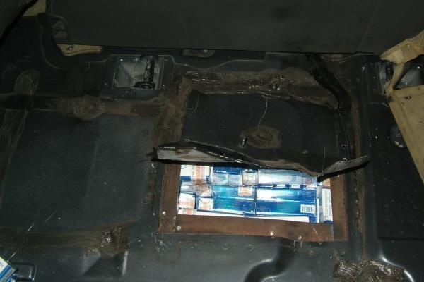 Vokiečio automobilyje – slėptuvė su cigaretėmis