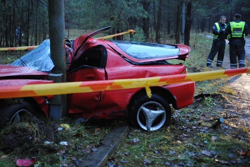 Skaudi avarija Vilniuje: šoko ištikta mergina pabėgo į mišką