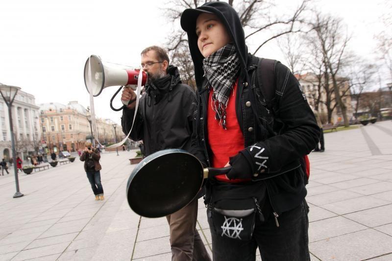 Eitynes surengę aktyvistai: diržų veržimasis padidino skurdą