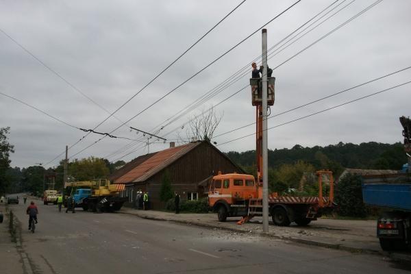 Dėl Panemunėje nugriautų stulpų sutriko eismas