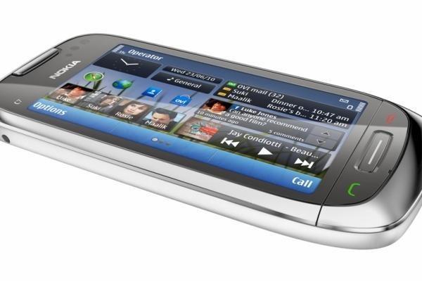 """""""Nokia"""" stoja į kovą išmaniųjų telefonų rinkoje"""