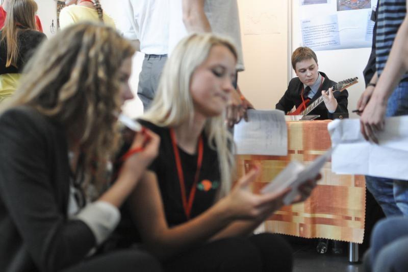 Mokomųjų bendrovių mugėje – nuo muilo iki kartoninių baldų