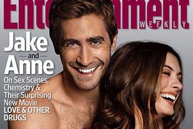 A.Hathaway ir J.Gyllenhaalas apsinuogino žurnalo viršeliui